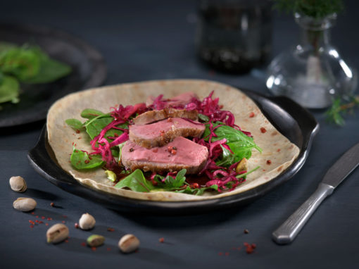 Lefse med and og rødkålsalat